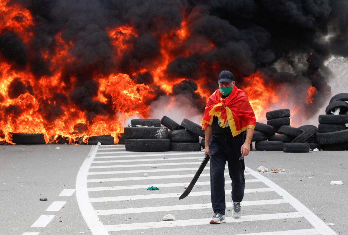Чорногорці, яких роспропаганда клеймує екстремістами, барикадують в'їзди до міста / фото REUTERS