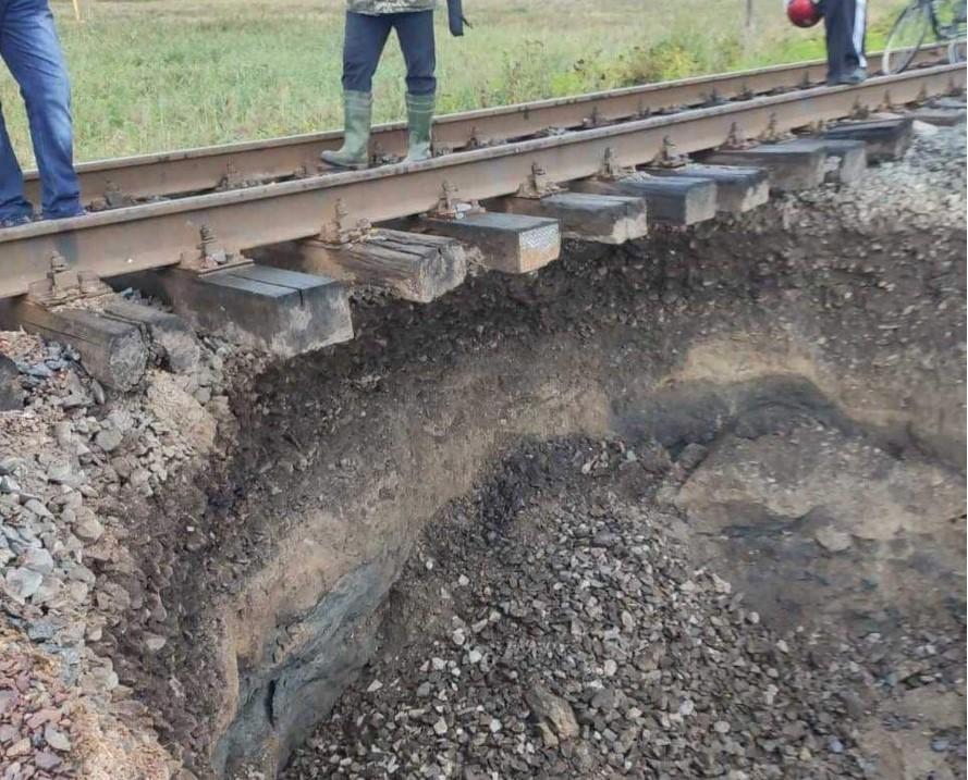 На одной из железнодорожных гонок произошел оползень / фото пресс-служба Укрзализныци