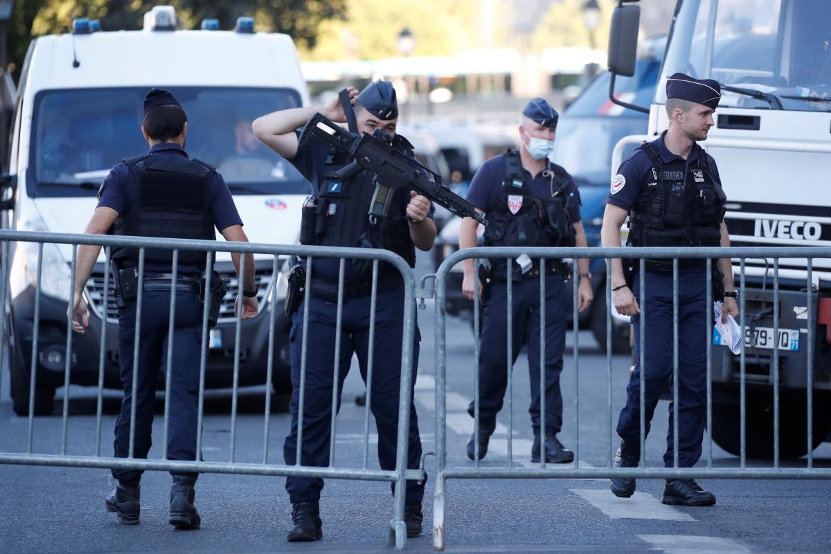 Мужчина открыл стрельбу на Елисейских полях /фото REUTERS