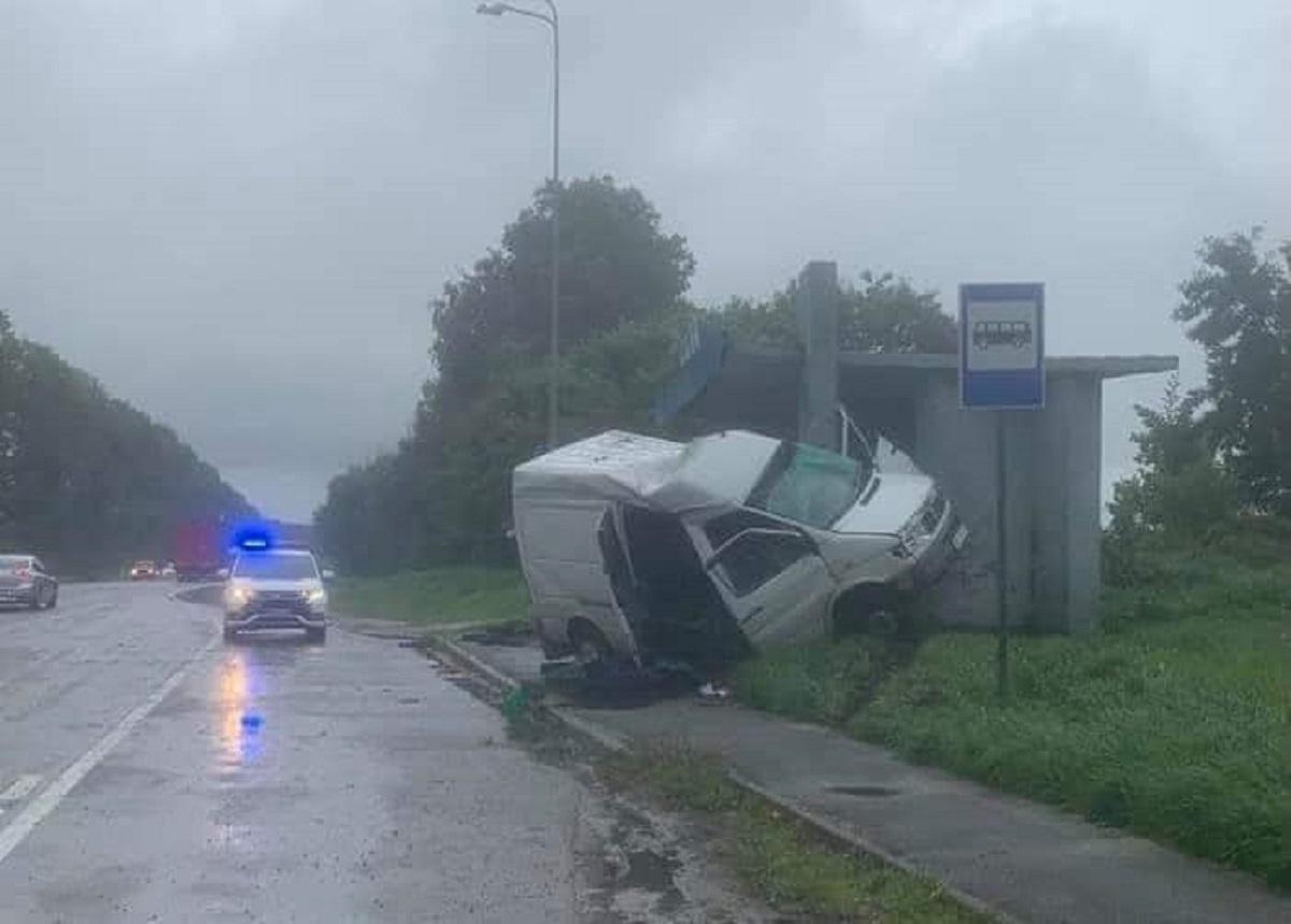 В результате столкновения водитель автомобиля скончался в карете скорой помощи / фото facebook.com/Buskcity