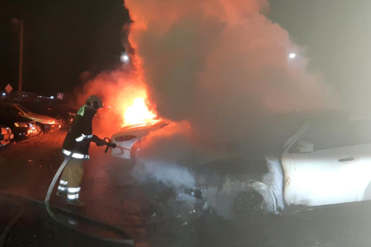 В Полтаве был масштабный пожар, повреждены шесть авто / фото pl.dsns.gov.ua