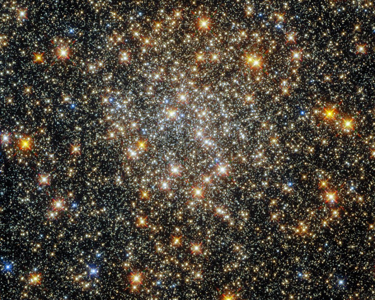 Межзвездный газ и пыль поглощают звездный свет, что заставляет объекты выглядеть краснее, чем они есть на самом деле / фото ESA/Hubble and NASA, R.Cohen