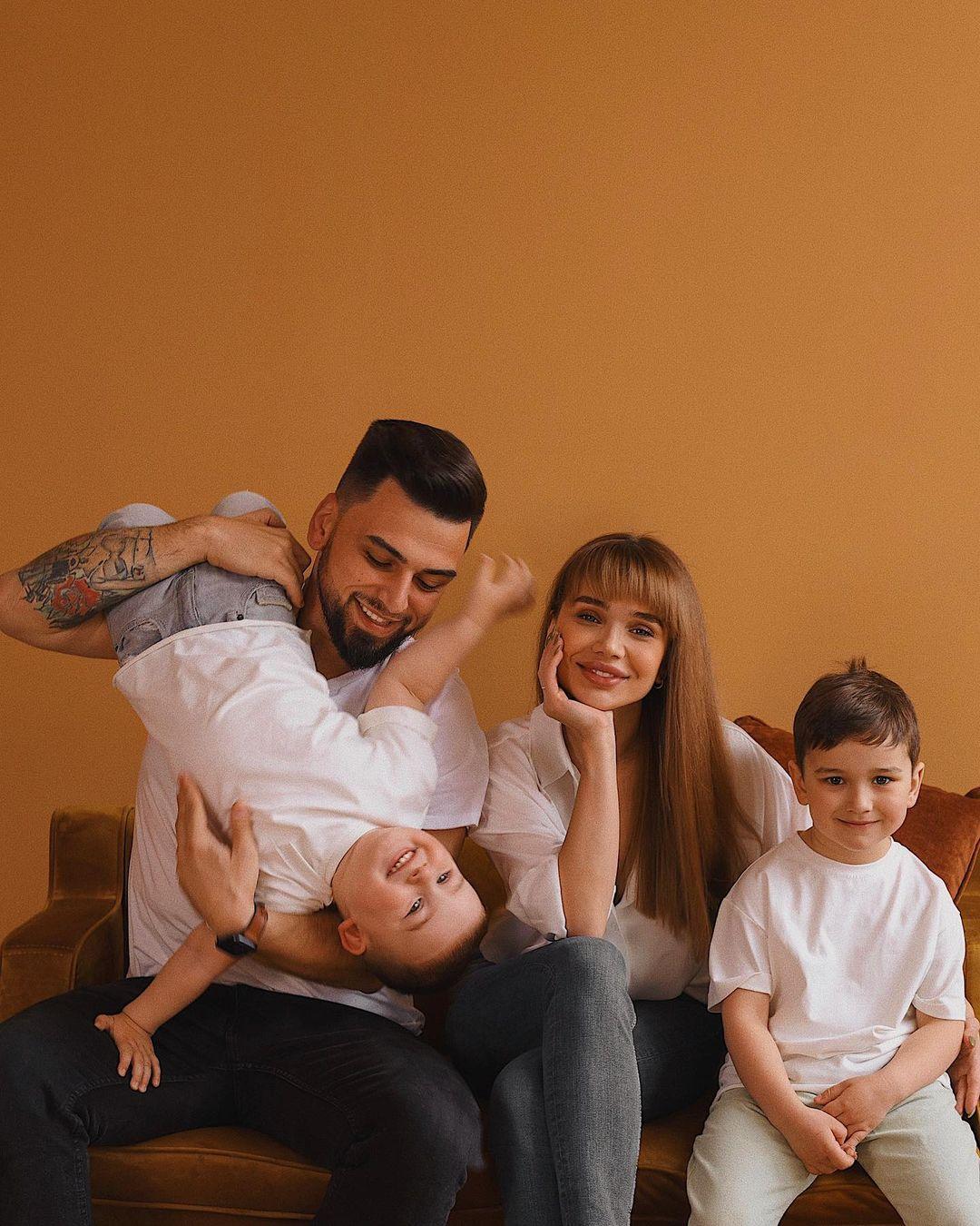 Ігор Пустовіт з сім'єю / instagram.com/sashaabo