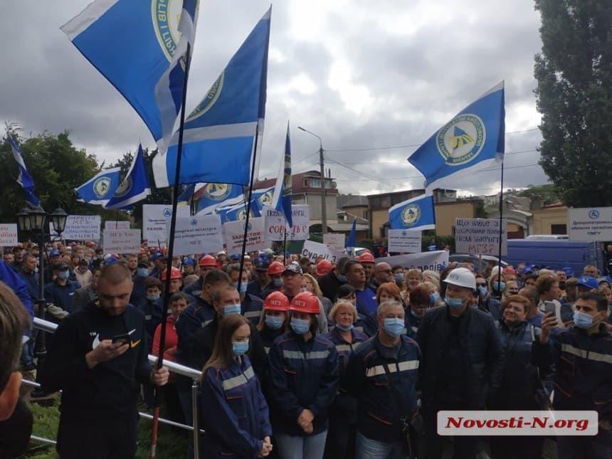 Митинг рабочих под судом/ фото «Новости N»
