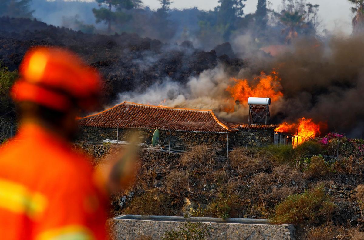 Лава після виверження Кумбре-В'єха покрила понад 100 гектарів землі / фото REUTERS