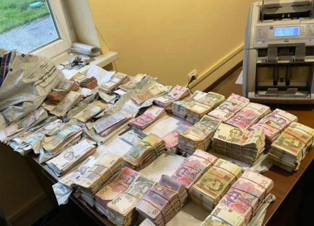 Правоохоронці з'ясували, як Україну залишили без понад 30мільйонів гривень / фото npu.gov.ua