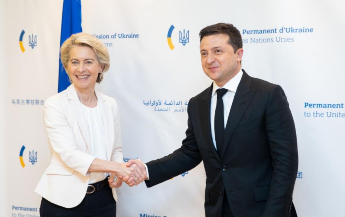 Урсула фон дер Ляйен отметила мужество украинского народа в борьбе за независимость / фото офис президента