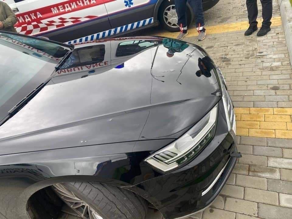 Неизвестные обстреляли автомобиль Сергея Шефира / фото facebook.com/pol.kyivregion
