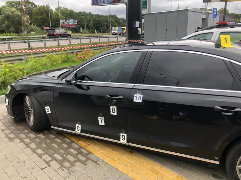 В среду, 22 сентября, неизвестные расстреляли автомобиль Сергея Шефира / Фото - фейсбук Ирины Венедиктовой