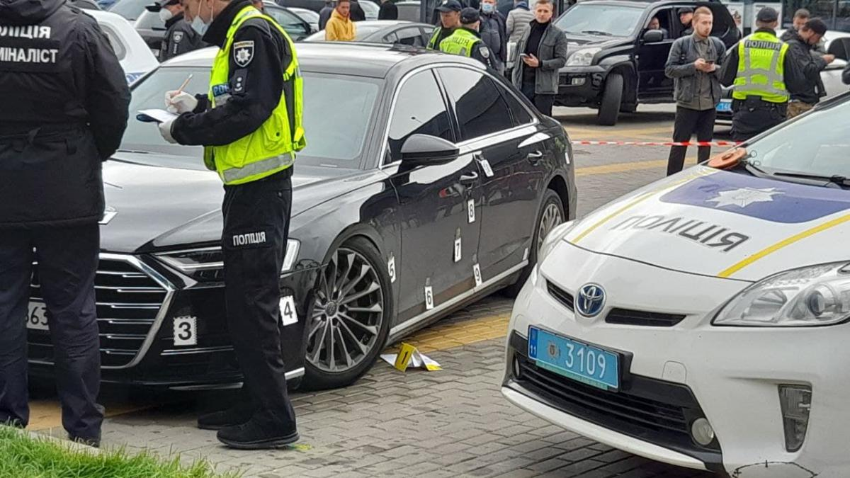 Неизвестные лица открыли огонь по автомобилю Шефира / фото УНИАН, Дмитрий Хилюк
