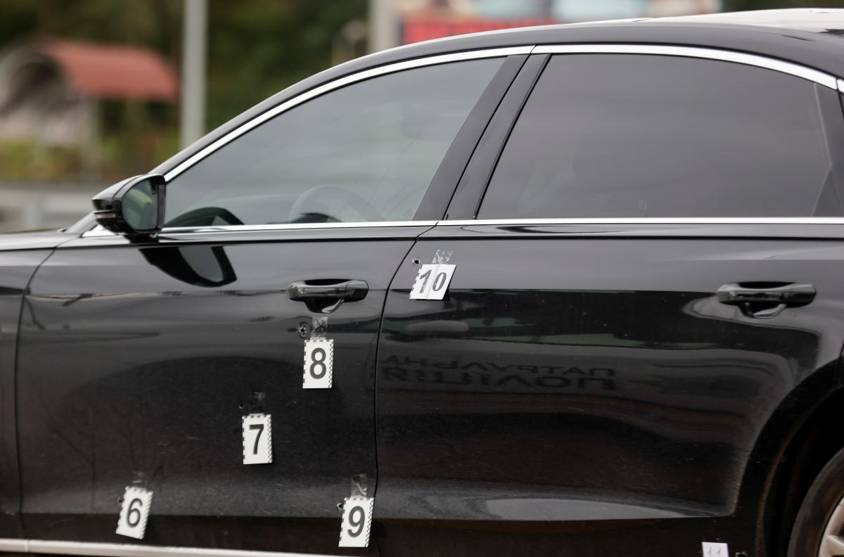 Автомобиль Сергея Шефира после покушения в Киевской области / фото REUTERS