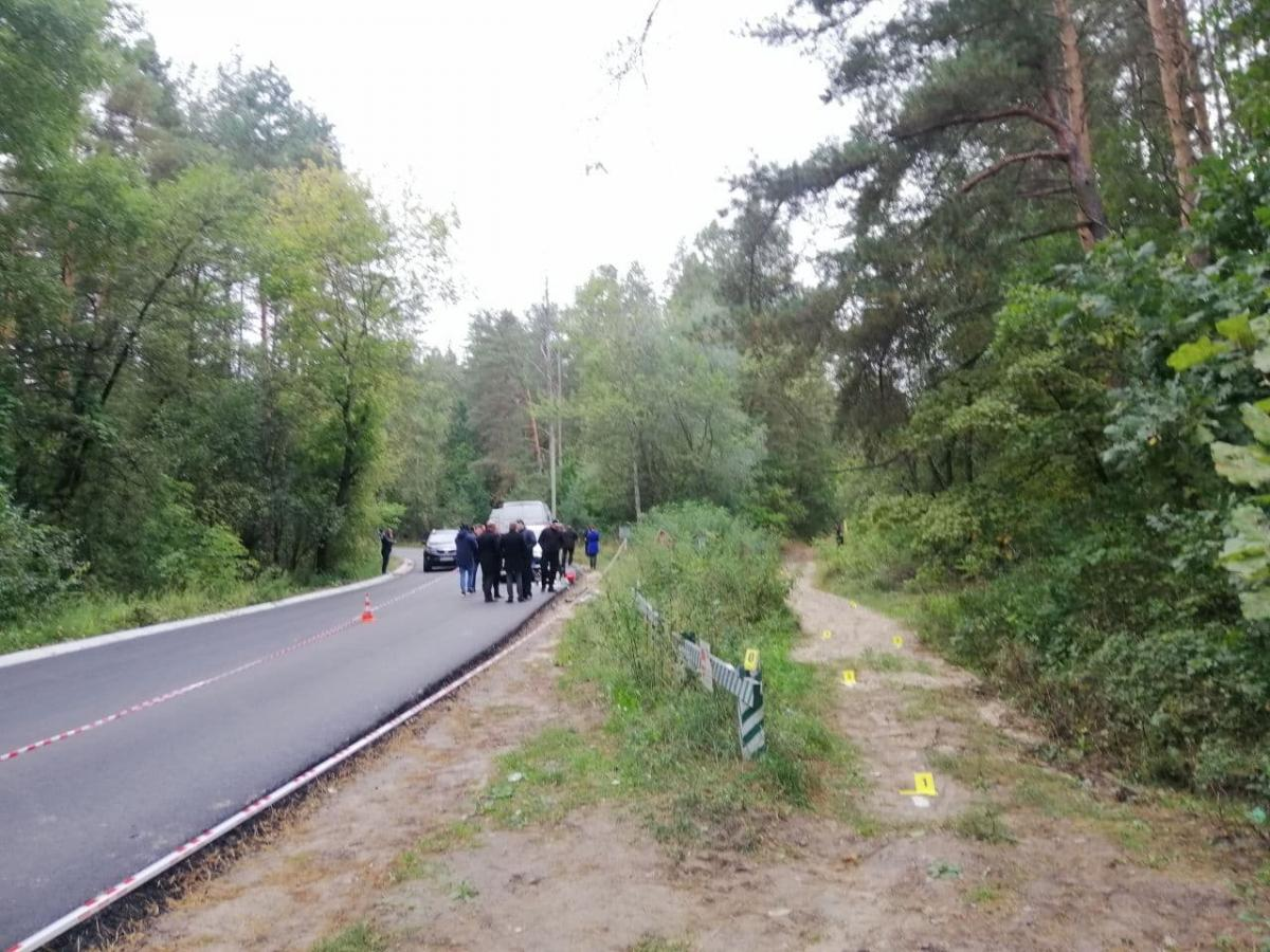 На отрезке дороги, на котором произошла стрельба, был уложен новый асфальт / фото УНИАН