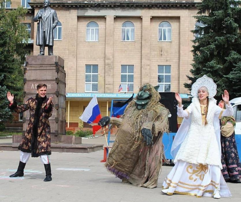 """""""Русскій мір"""" в Ясинуватій вмістився на одному знімку / фото t.me/donetch"""
