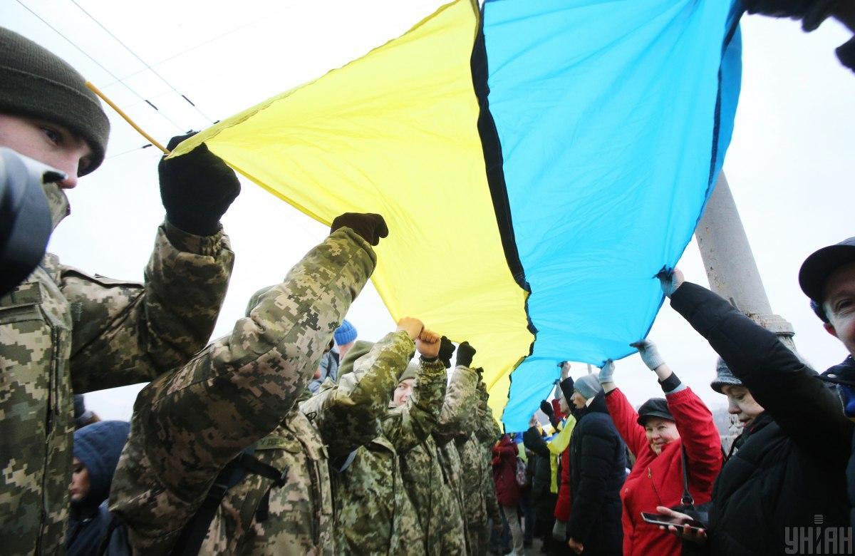 Соціологи з'ясували, якихпозицій дотримуютьсяукраїнці відноснорозв'язанняконфліктів щодо Криму та Донбасу/ УНІАН