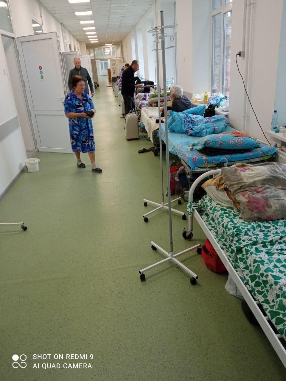 Пацієнтів розміщують у коридорі / t.me/hueviykharkov