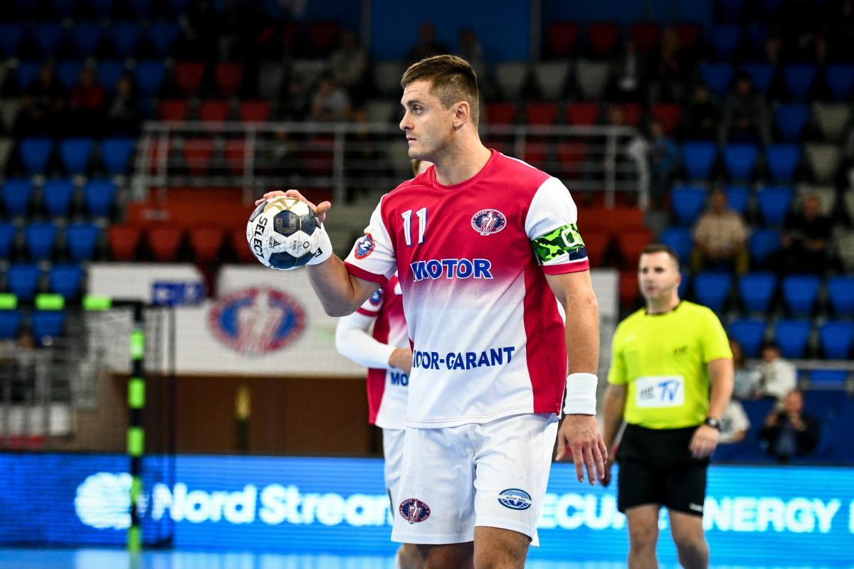 Капитан Мотора Захар Денисов / фото handball.motorsich.com