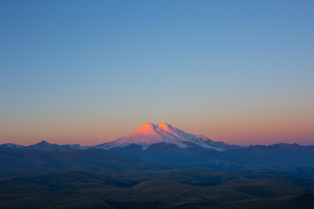 Поисково-спасательную операцию группы альпинистов на горе Эльбрус завершили / фото ua.depositphotos.com