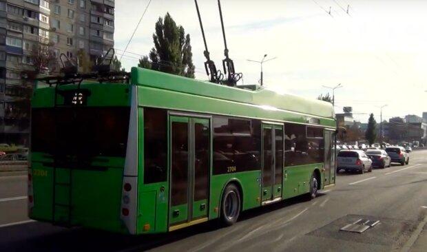 На даху тролейбуса відбувся концерт скрипача / скріншот YouTube