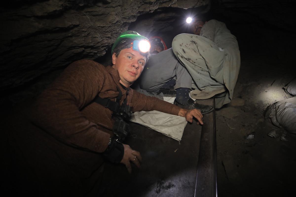 Комаров спустився в шахту в Пакистані / фото 1+1