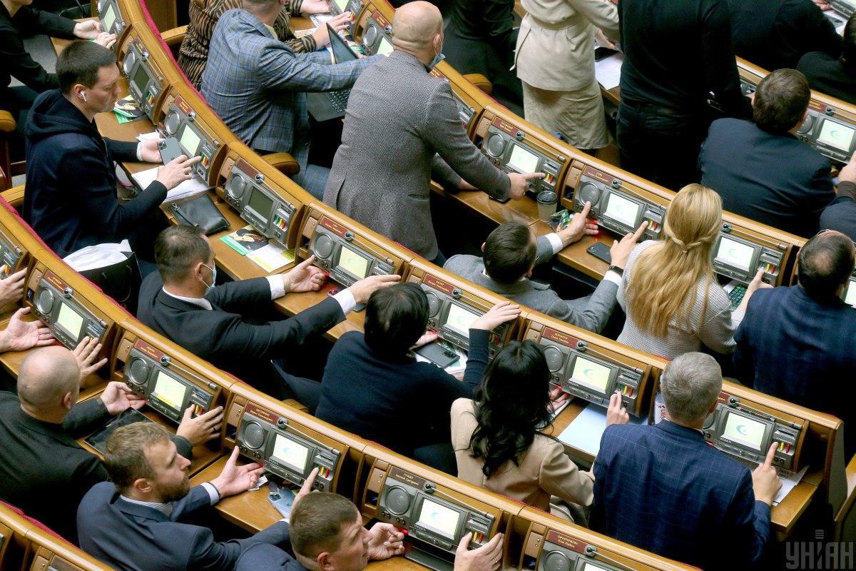 Депутаты проголосовали за закон с юридическими ошибками / фото УНИАН, Александр Синица