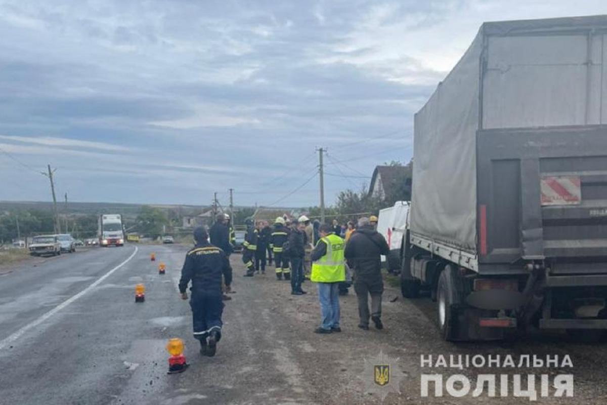 АвтомобильCitroënстолкнулся с грузовиком, который двигался во встречном направлении / od.npu.gov.ua