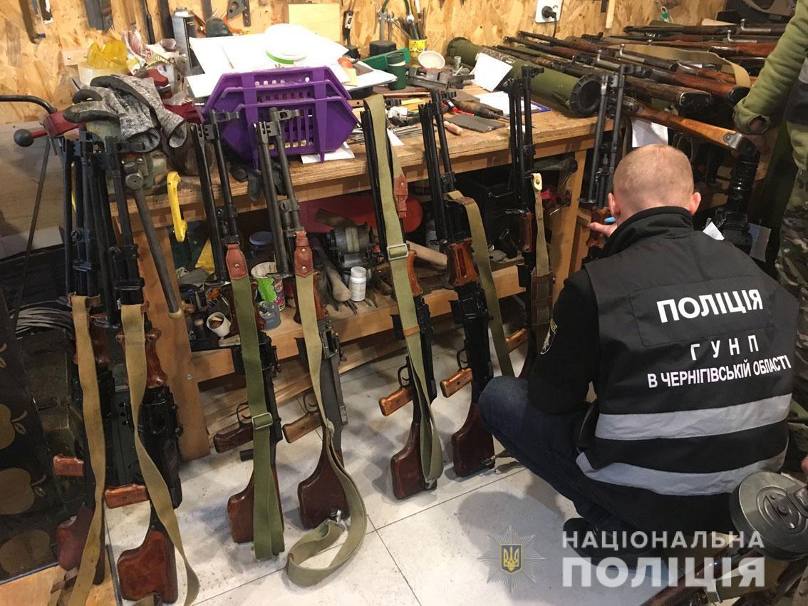 Під час слідчих дій у двох гаражах поліцейські виявили 40 одиниць вогнепальної зброї / npu.gov.ua