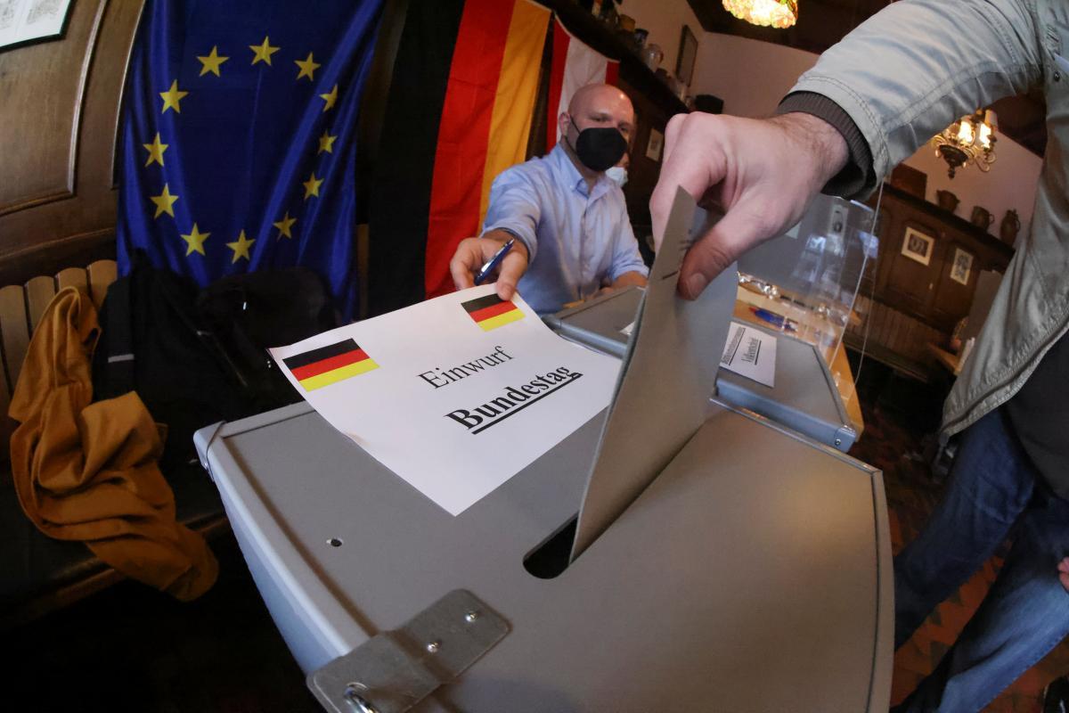 В Германии граждане выбирают членов парламента / Reuters