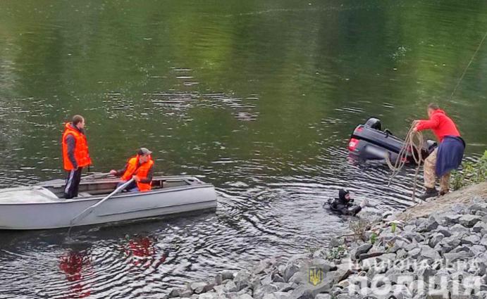 На Полтавщине легковушка оказалась в реке, погибли три человека / фото pl.npu.gov.ua