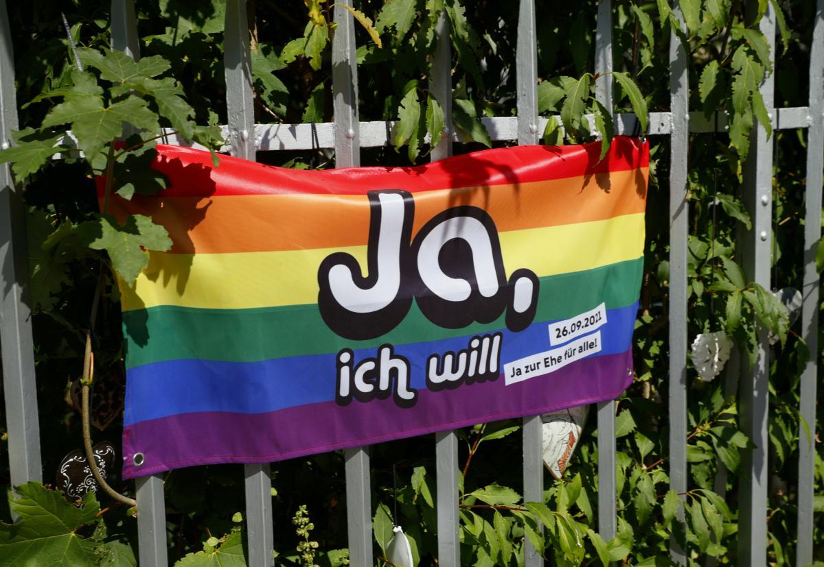 Большинство швейцарцев поддержали легализацию однополых браков / фото REUTERS