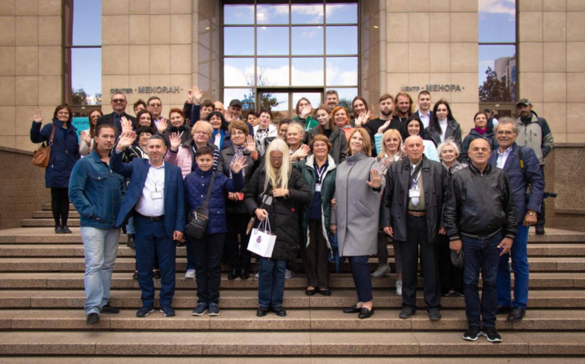 Групповое фото делегатов Съезда потомков Праведников народов мира