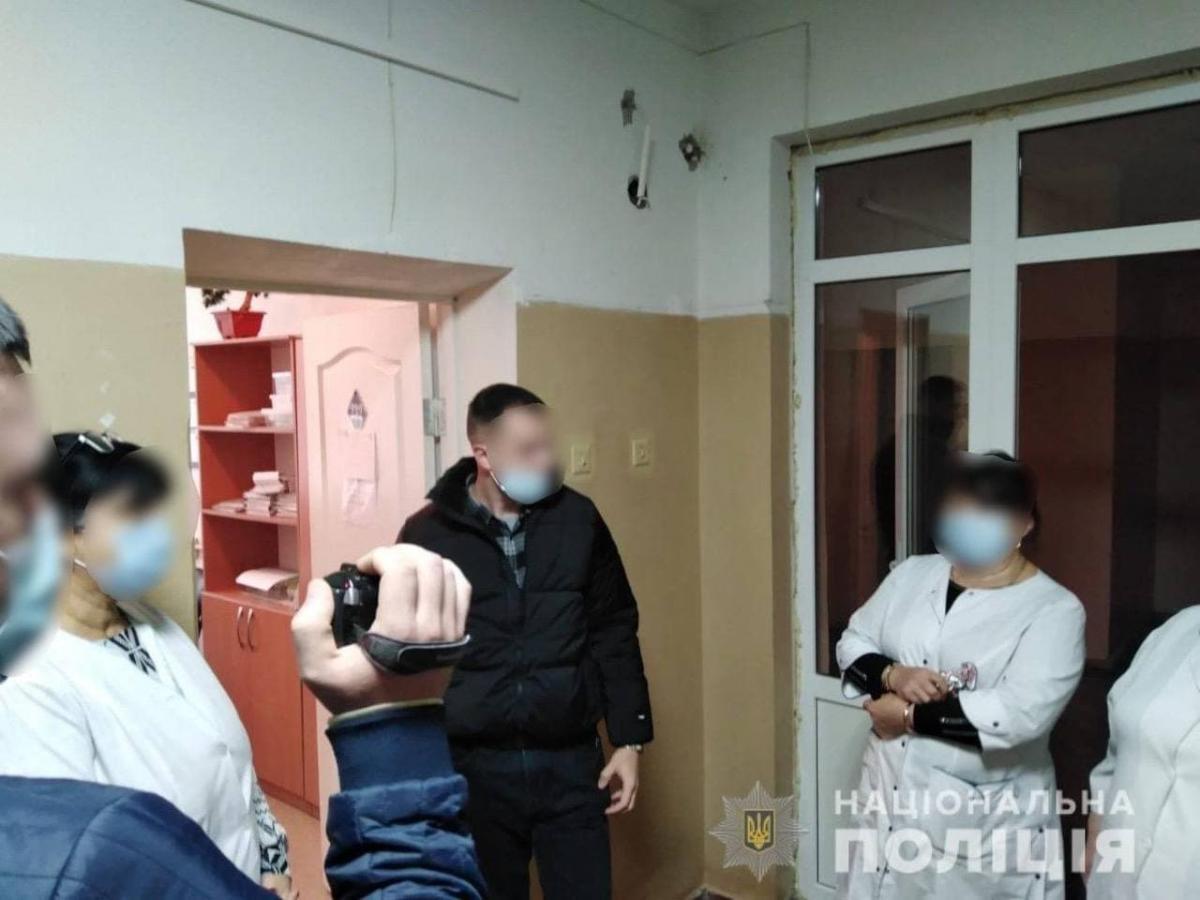 На Черкащині лікар підробляла сертифікати про вакцинацію / фото Нацполіція