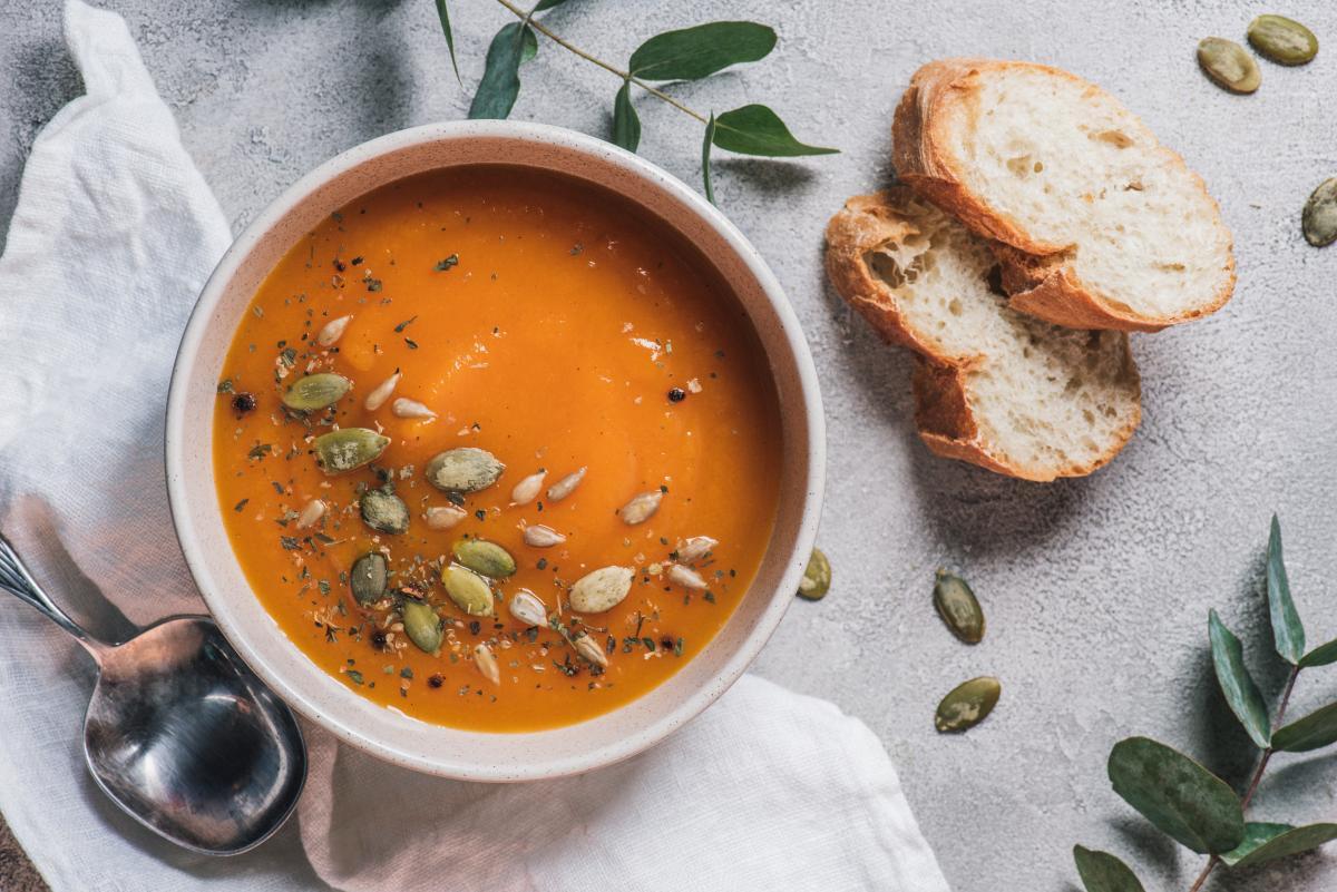 Вкусный тыквенный суп с курицей / depositphotos.com