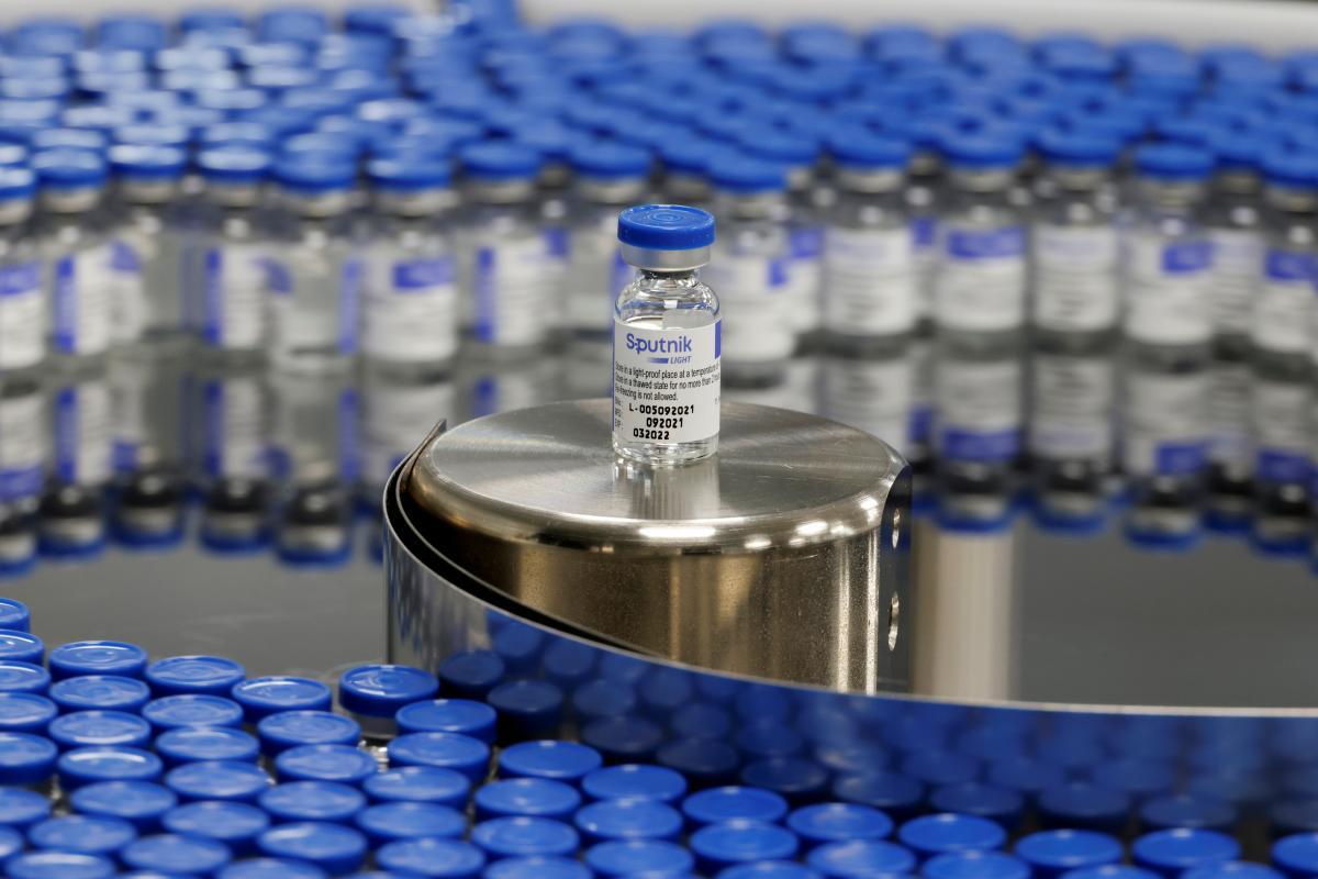 В Минздраве признали, что не все врачи - за вакцинацию / фото REUTERS