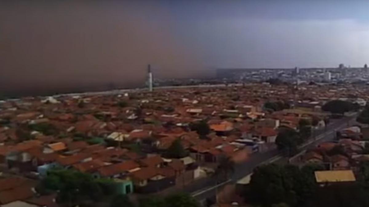Піщана буря в Бразилії / скріншот з відео