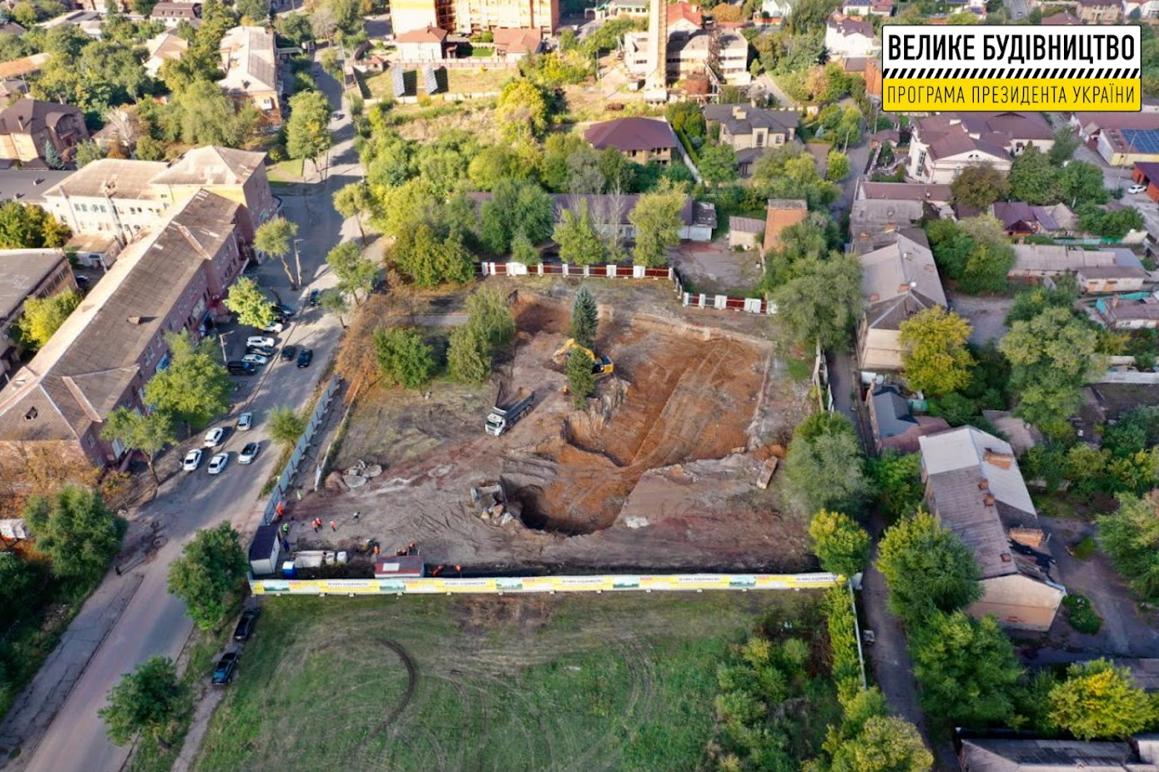 В Кривом Роге строят спорткомплекс с бассейном