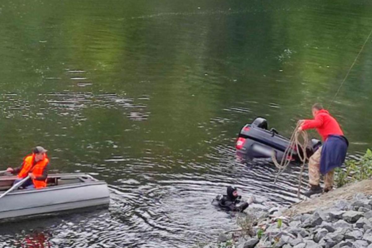Машина с мужчинами медленно ехала к реке Псел до того, как утонуть / фото pl.npu.gov.ua