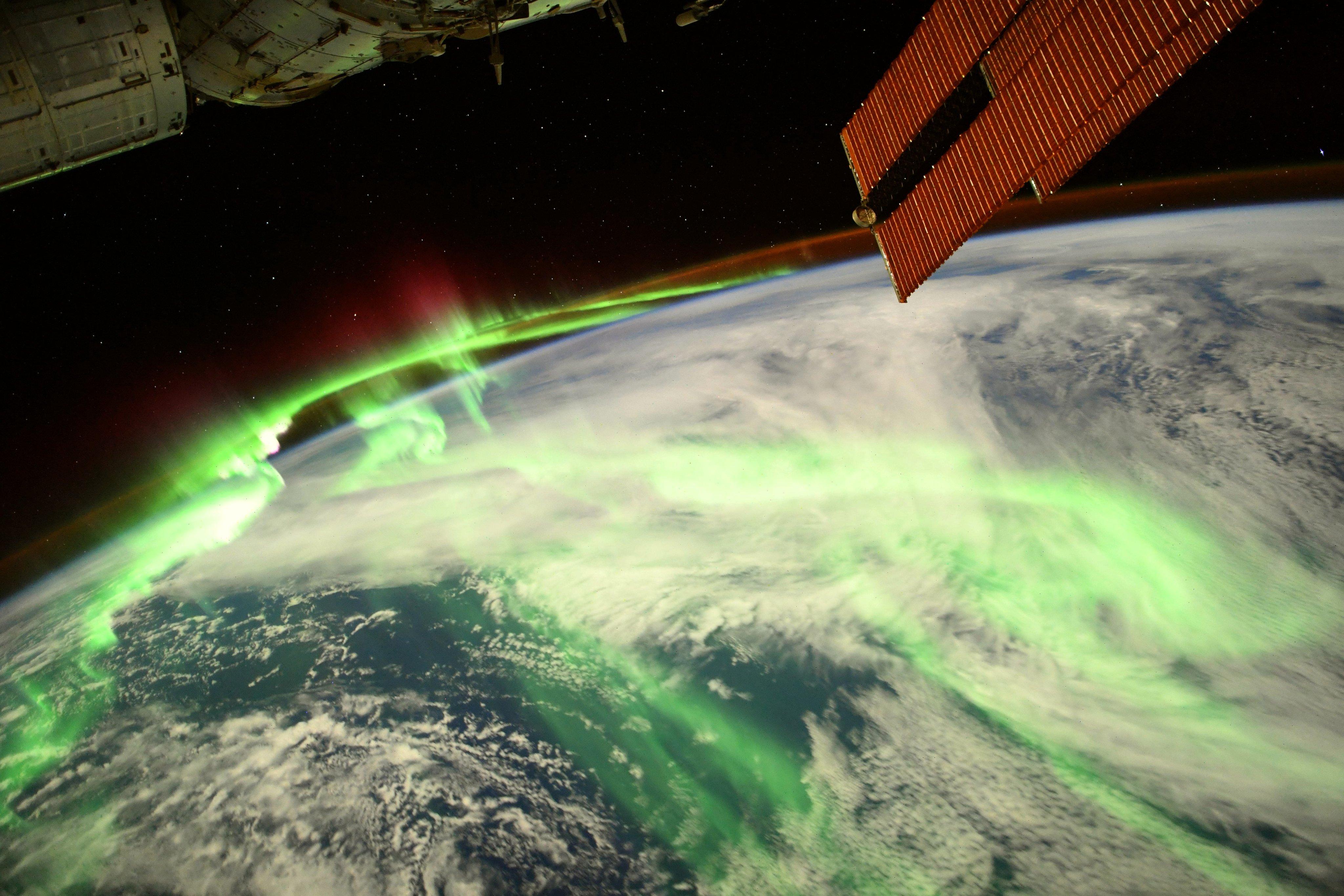 "Томас Песке показав ""нарядне"" фото Землі з космосу / фото twitter.com/Thom_astro"