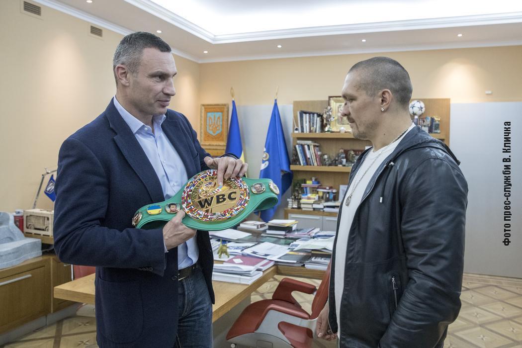 Виталий Кличко поздравил Усика с победой над Джошуа / фото КГГА
