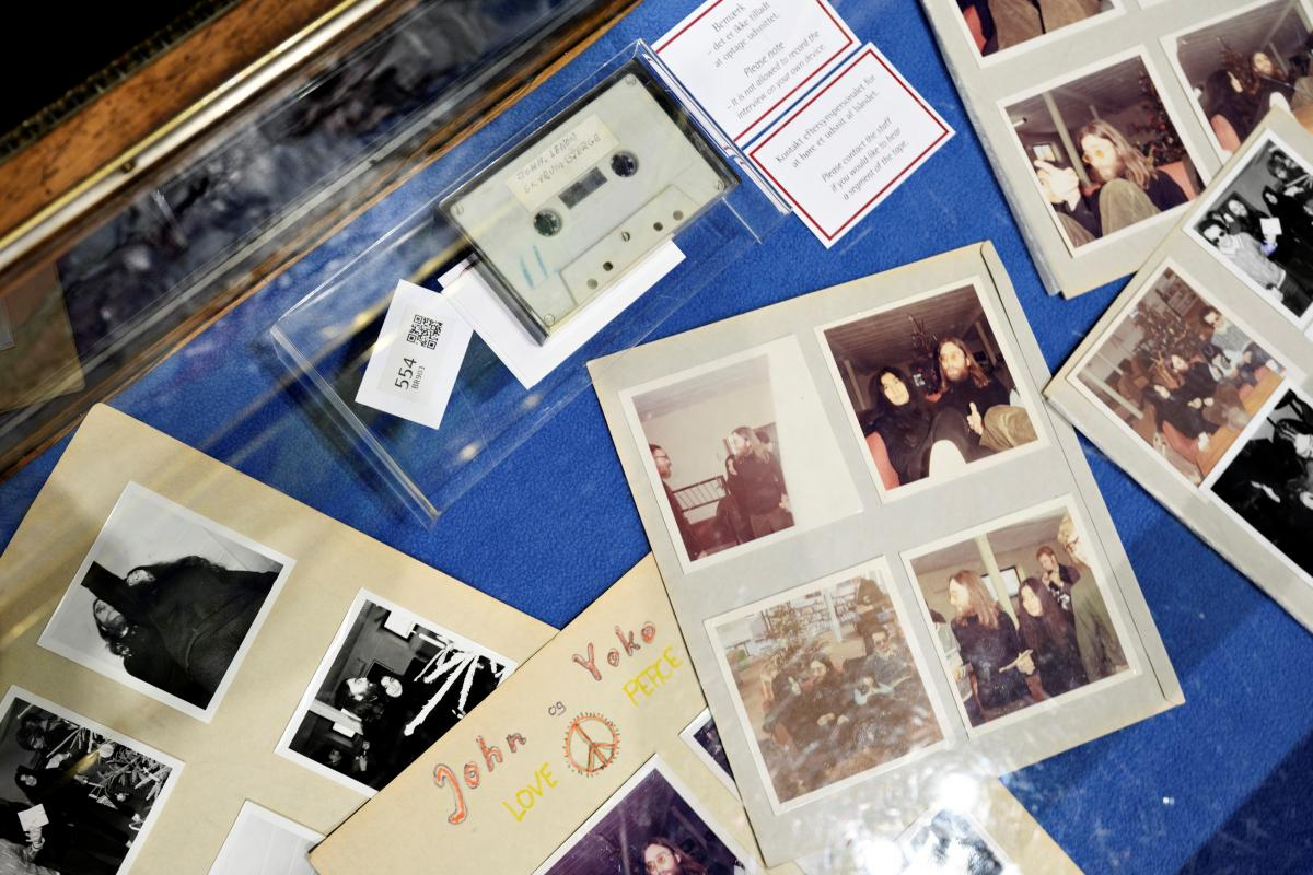 Касету із записом Джона Леннона і Йоко Оно продали на аукціоні / фото REUTERS