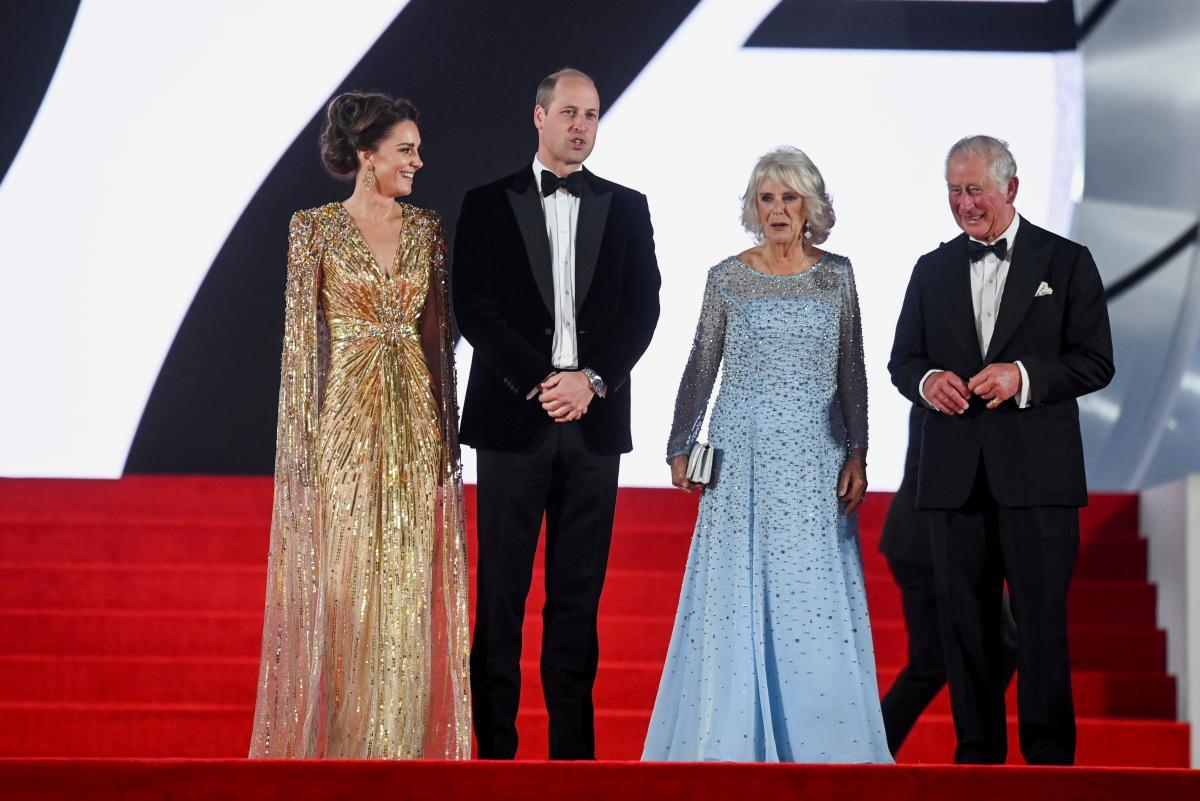 """Кейт Миддлтон с принцем Уильямом и свекрами посетила премьеру """"Джеймса Бонда"""" / фото REUTERS"""