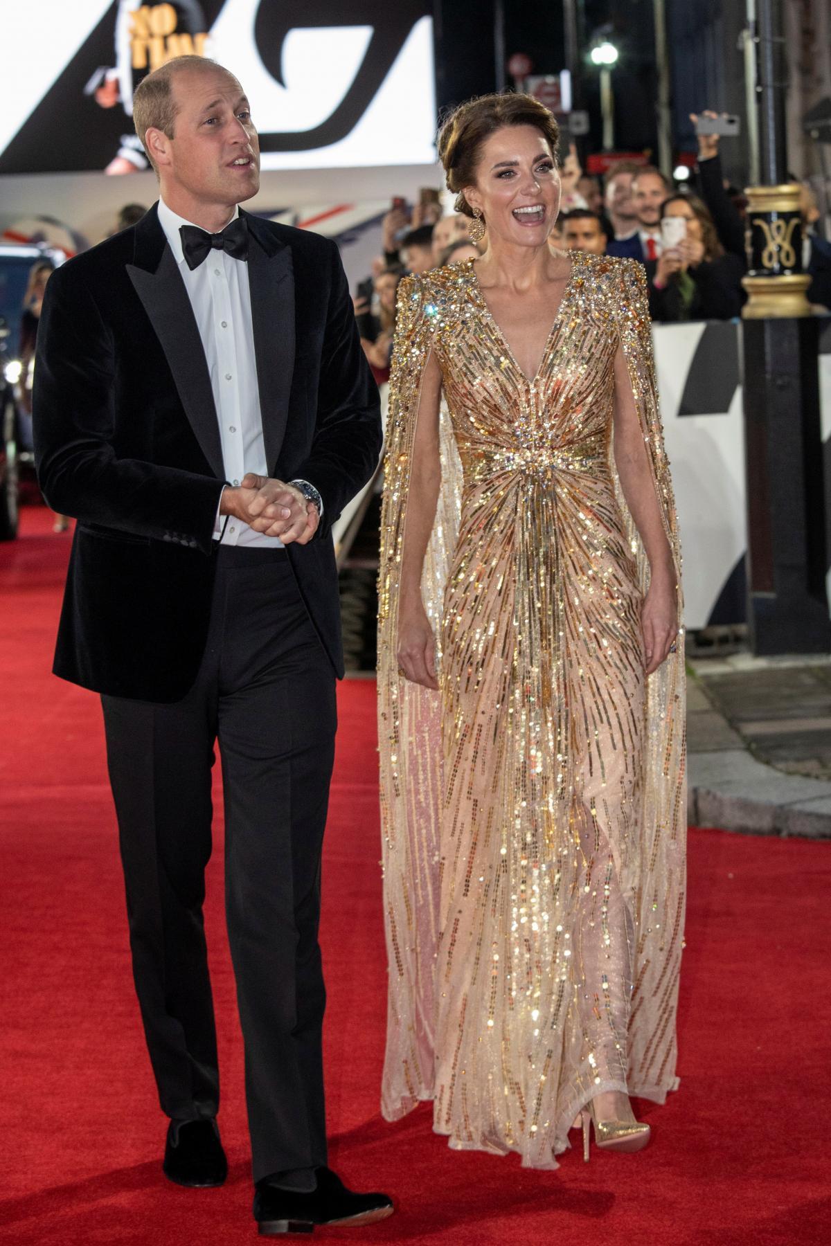 Кейт Миддлтон пришла намировую премьеру «Бонда» вроскошном золотом платье / фото REUTERS
