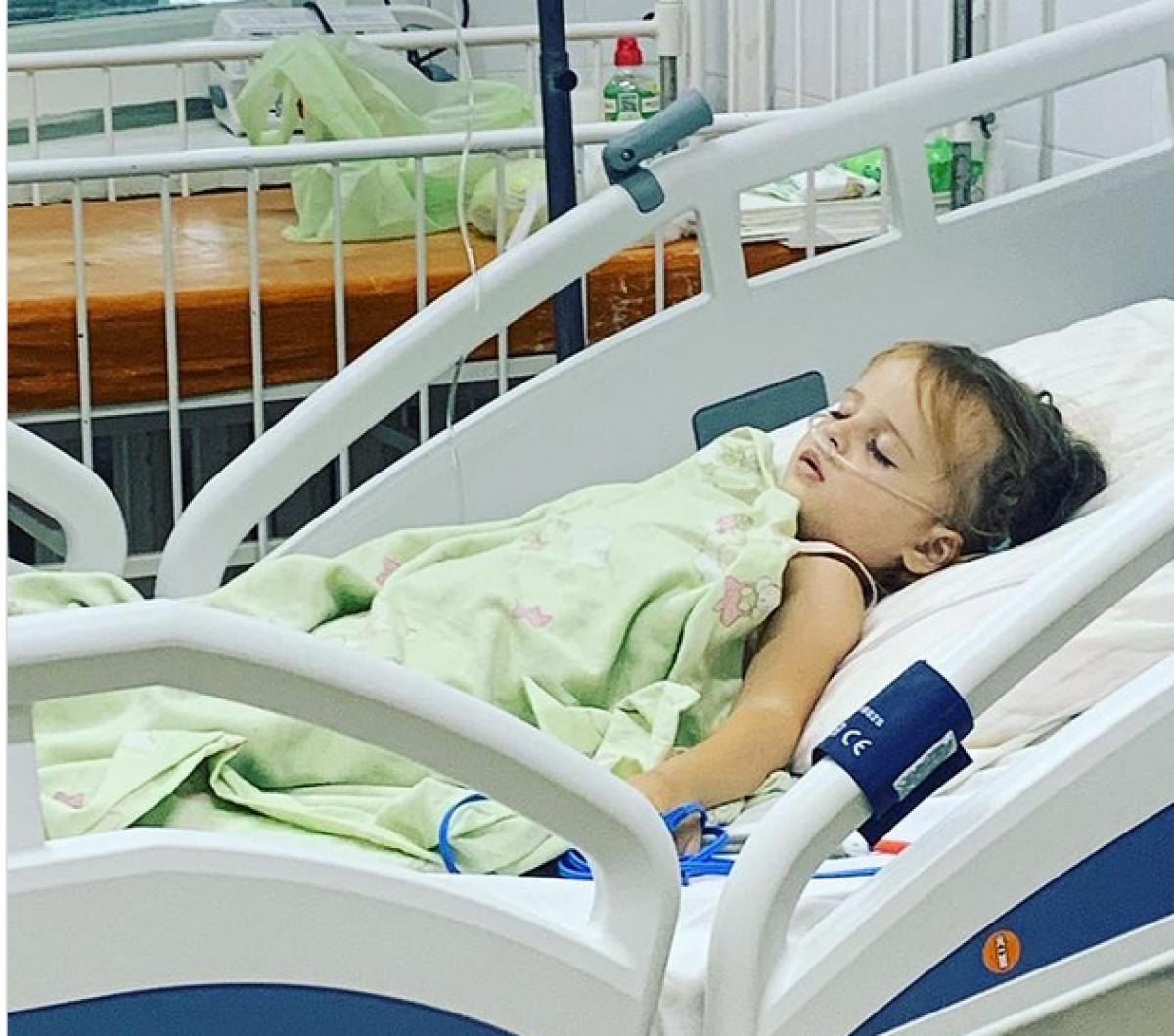 В Харькове 4-летнюю девочку привязывали к кровати в реанимации и не пускали родителей (фото) — УНИАН