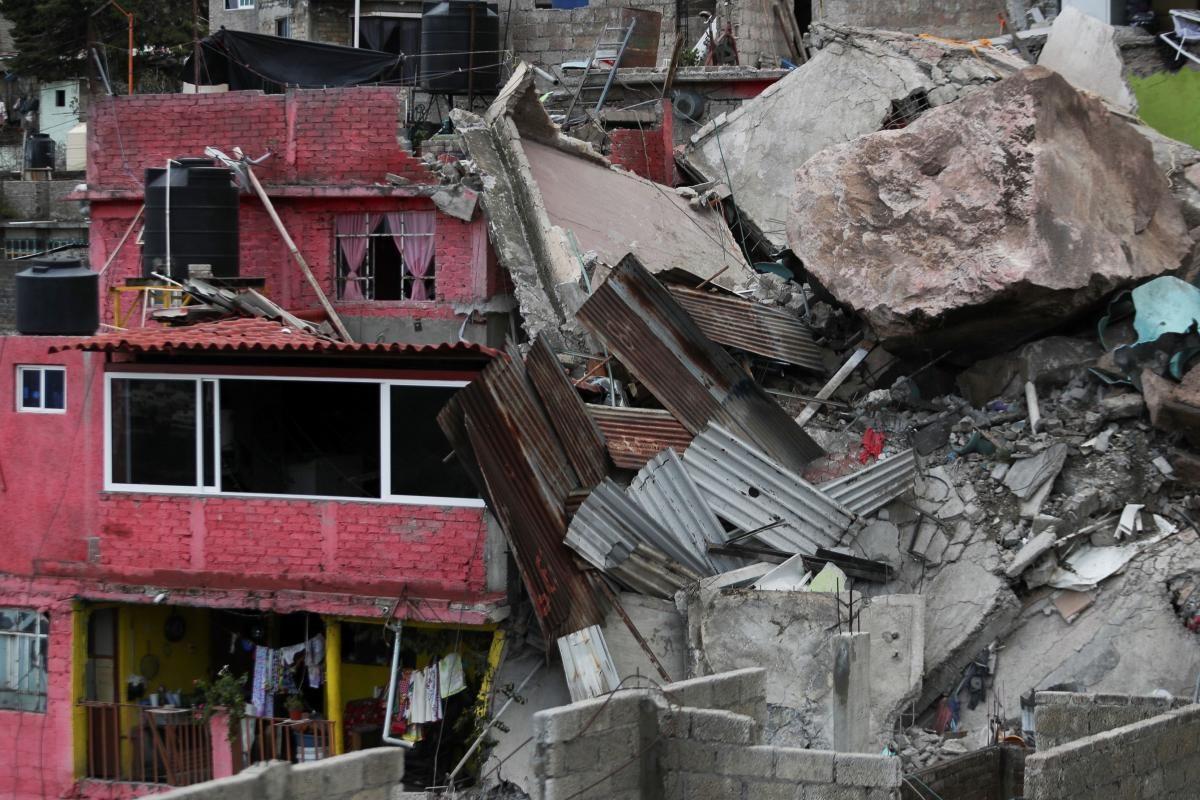 Огромная скала упала на жилой квартал в Мексике (фото, видео) — УНИАН
