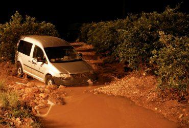 Машины уплывали десятками: часть Испании ушла под воду (видео)