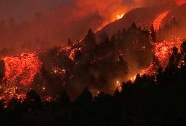 Виверження вулкана на Канарах: лава дісталася житлових будинків (фоторепортаж, відео)