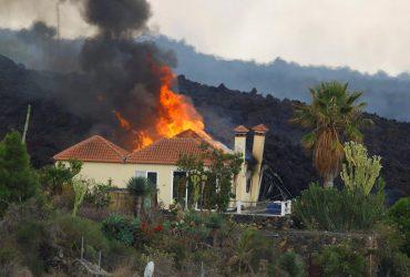 60 землетрясений за день и горы пепла: на Канарах продолжается извержение вулкана (фото)