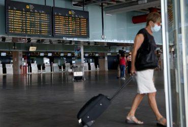 На острове Ла Пальма из-за извержения вулкана закрыт аэропорт (фоторепортаж)