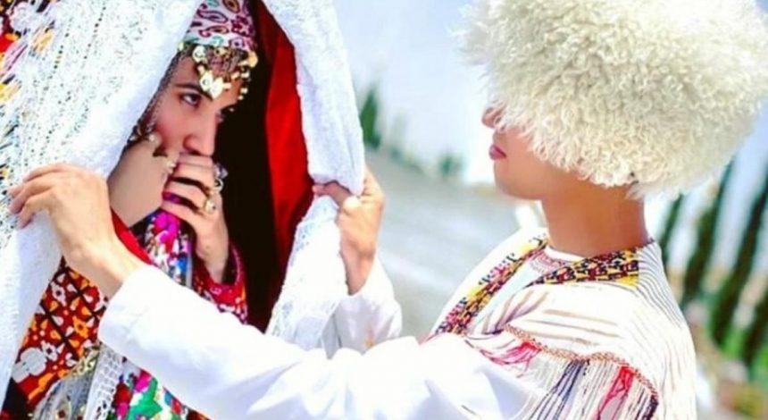В Туркменистане парням и девушкам запретили вместе сидеть на лавочках
