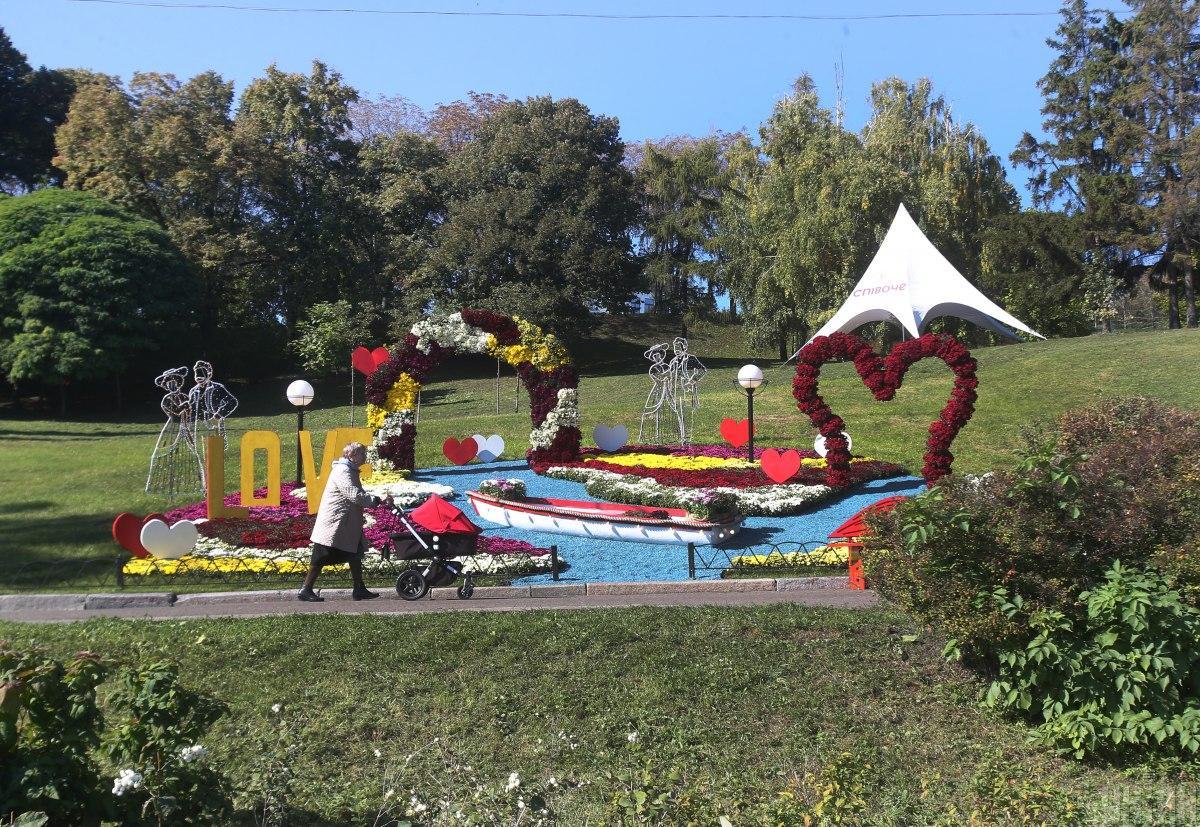 В Киеве открылась выставка хризантем / фото УНИАН, Александр Синица