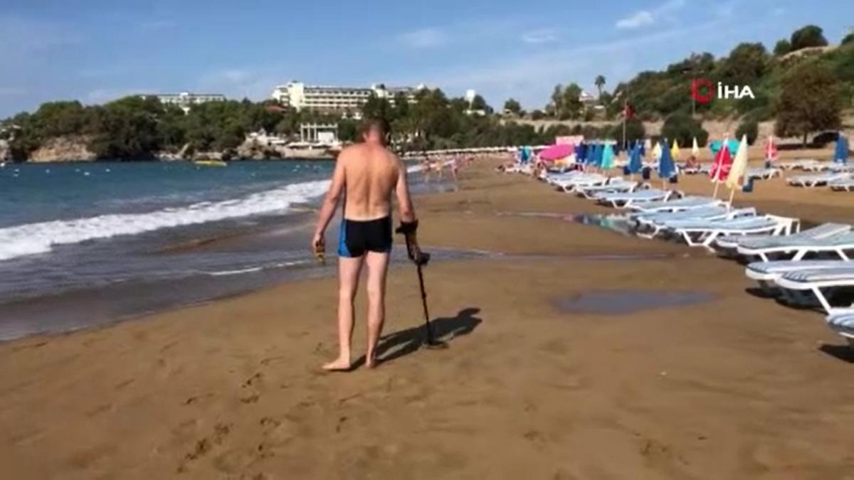 Турист хотел обогатиться на пляже в Аланьи, но его затея провалилась/ скриншот